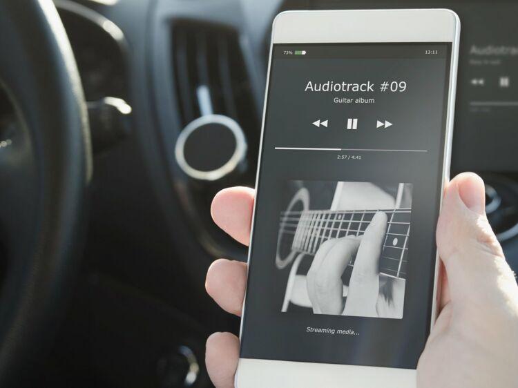 Ecouter de la musique de son smartphone dans sa voiture