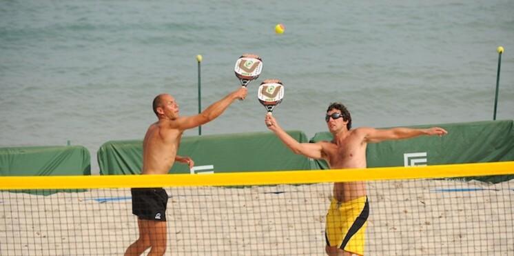 Pour le plaisir des yeux, en direct des Championnats de France de beach tennis à Calvi