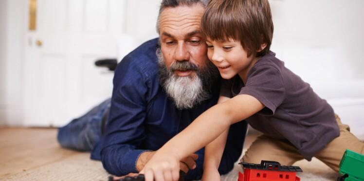 """De plus en plus d'hommes deviennent papa ou font """"le petit dernier"""" à 50 ans"""