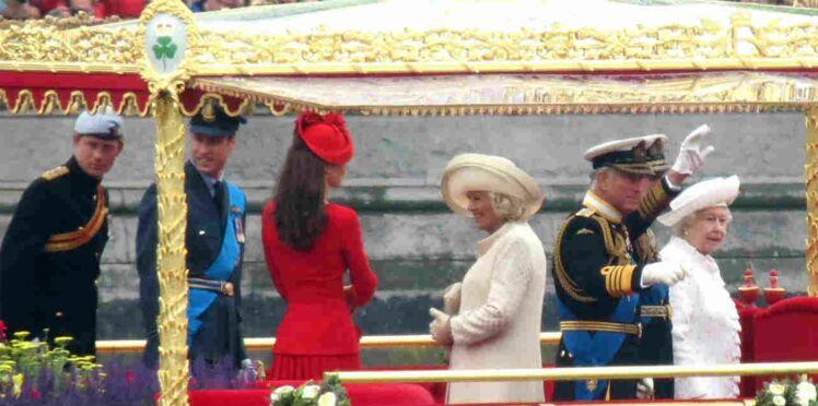 La Reine d'Angleterre après le Jubilé : irrévérences en tous genres