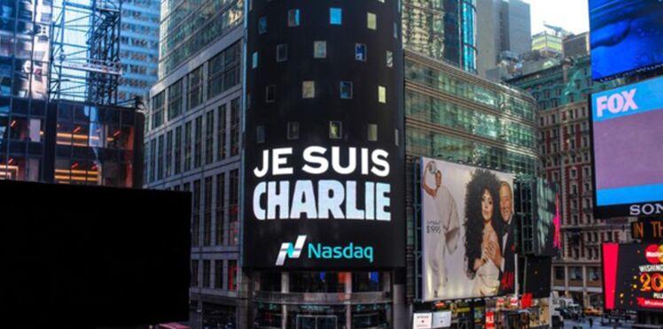 Je suis Charlie: le message sur les toits, les plages, les immeubles du monde entier