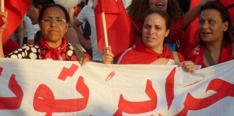 Reportage : nous avons suivi ces femmes qui manifestent en Tunisie