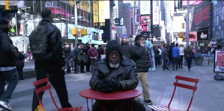 Après 44 ans en prison, Otis, 69 ans, découvre le monde moderne