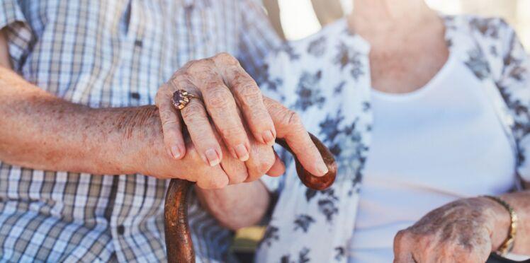 À 98 ans, elle emménage dans la maison de retraite de son fils de 80 ans pour prendre soin de lui