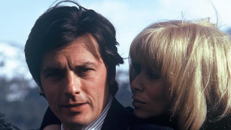 """Alain Delon se confie après la mort de Mireille Darc : """"Nous serions restés ensemble si elle avait pu devenir maman"""""""