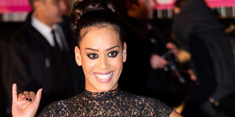 Photo - Amel Bent, très enceinte, ne peut plus cacher son ventre