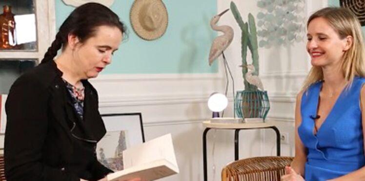 """Amélie Nothomb nous lit en exclusivité un extrait de son nouveau roman, """"Frappe-toi le coeur"""""""