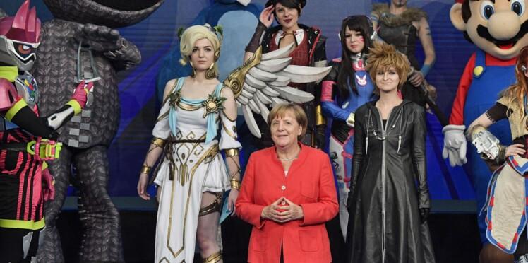 Angela  Merkel se met aux jeux vidéos!