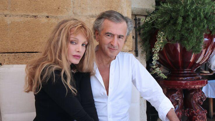 """Bernard-Henri Lévy et Arielle Dombasle """"embarrassés"""" pour leur première fois ensemble sur un plateau télé"""
