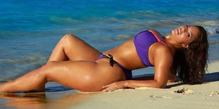 Ashley Graham affiche son 48 dans le spécial maillot de Sport Illustrated