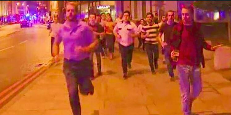 Attentats de Londres : cette photo est devenue symbolique, découvrez pourquoi