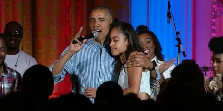 Quand Barack Obama chante (faux) et fait honte à sa fille pour son anniversaire...