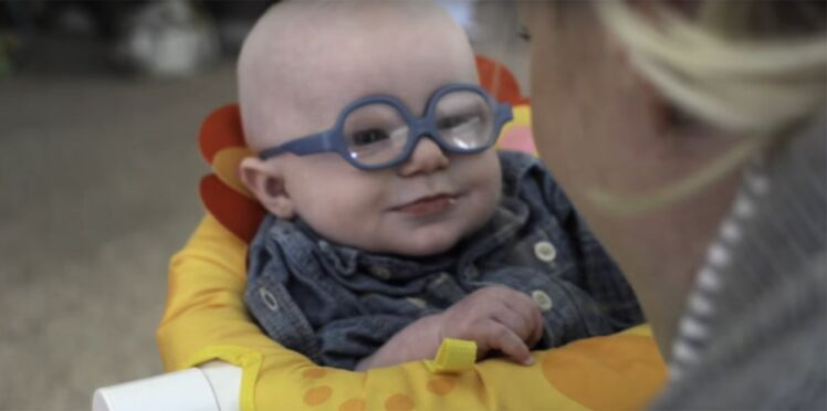 Ce bébé malvoyant découvre le visage de sa maman pour la première fois
