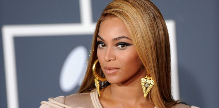 PHOTO : Beyoncé ose un large décolleté pour un dîner en amoureux avec Jay-Z