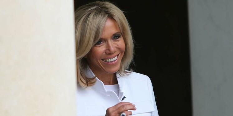 Brigitte Macron hérite de la corvée de chien