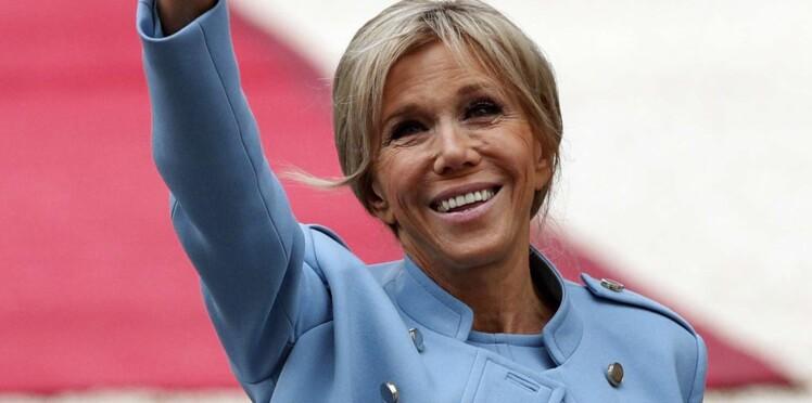 """Brigitte Macron : les Anglais louent cette """"femme moderne"""" au style """"propre mais cool"""""""