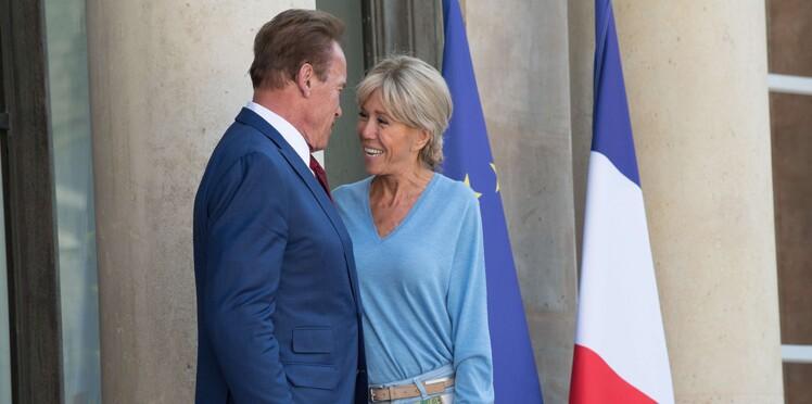 Photos - Brigitte Macron accueille Arnold Schwarzenegger comme un vieil ami en jean et pull