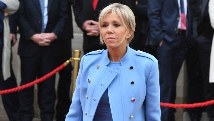 Brigitte Macron, en robe courte pour la passation, à nouveau victime de commentaires sexistes