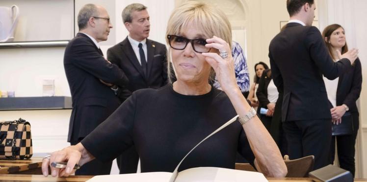 """Brigitte Macron traitée de """"cagole"""" par un magazine féminin français"""