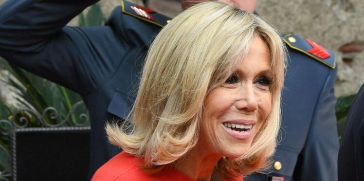 """Brigitte Macron, à l'etranger, est vue comme """"coquette et coquine"""""""