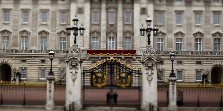 Agitation à Buckingham Palace au sujet de l'état de santé de la Reine Elizabeth : on en sait plus
