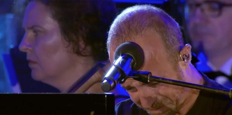 Vidéo – Calogero fond en larmes lors du concert en hommage aux victimes de l'attentat de Nice