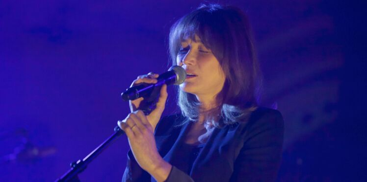 Carla Bruni rend hommage à sa belle-mère décédée, Andrée Sarkozy