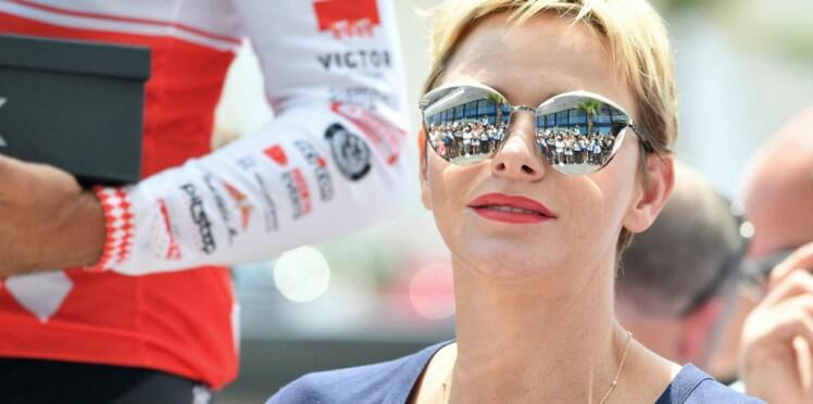 La Princesse Charlene, look décontracté et slim blanc, encourage Albert de Monaco