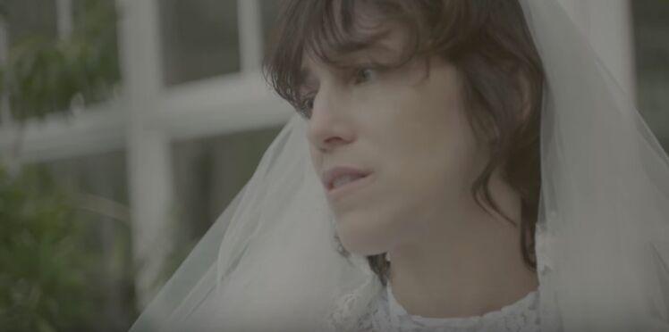 Vidéo – Charlotte Gainsbourg dévoile ses filles Alice et Joe dans son nouveau clip, Deadly Valentine