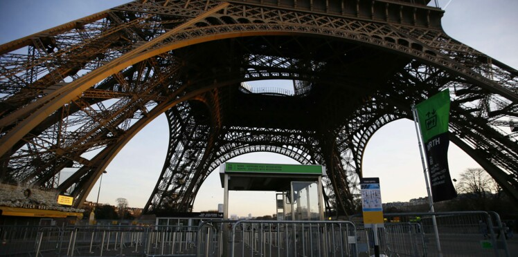 Une clôture pare-balles autour de la Tour Eiffel à l'automne 2017