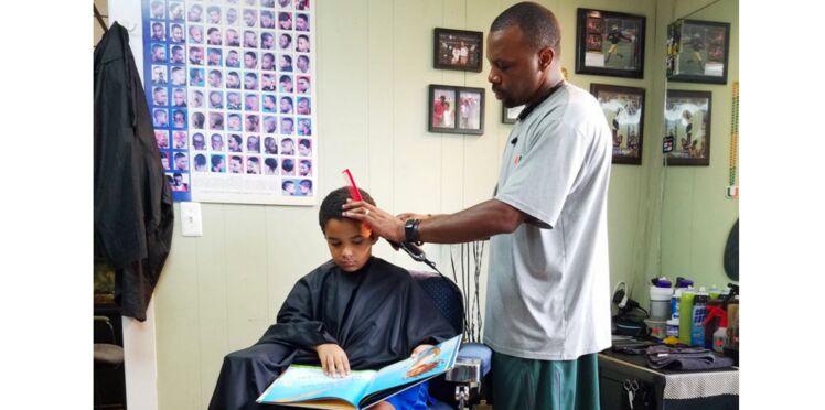 Coupes de cheveux moins chères pour les enfants qui lisent des livres