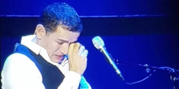 Vidéo - Dany Boon pleure la disparition de Johnny Hallyday sur scène