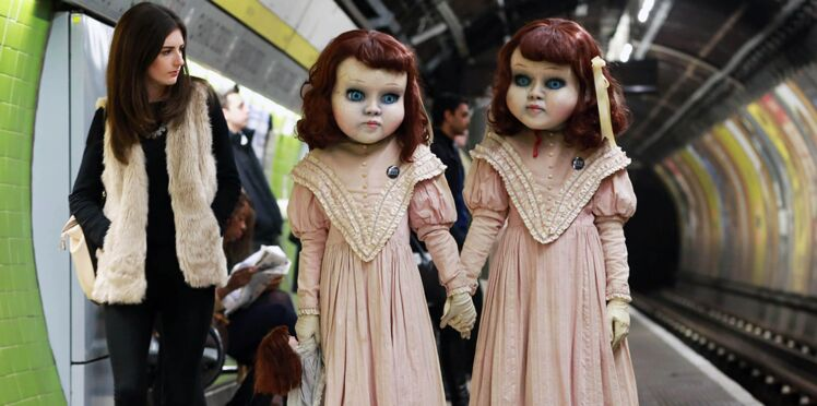 Photos : Que font ces poupées en porcelaine terrifiantes dans les rues de Londres ?