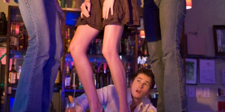 Une discothèque de la Côte d'Azur choque avec une mesure concernant la taille des jupes des filles