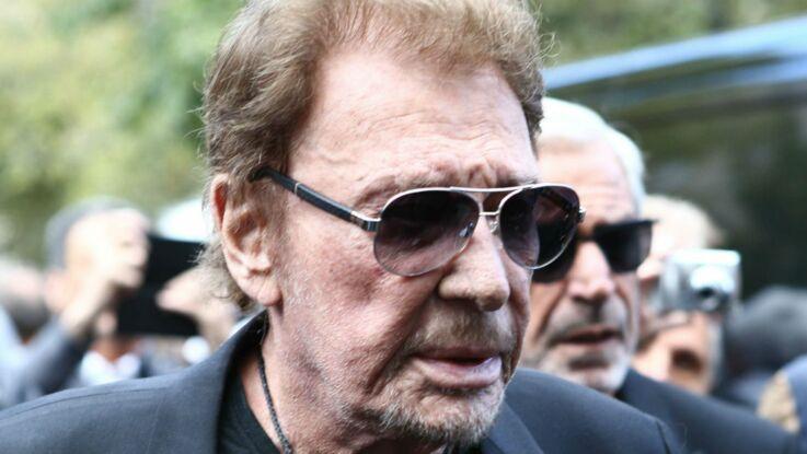 """Eddy Mitchell donne des nouvelles de Johnny Hallyday, qui, """"cousu de partout"""", """"respire"""""""