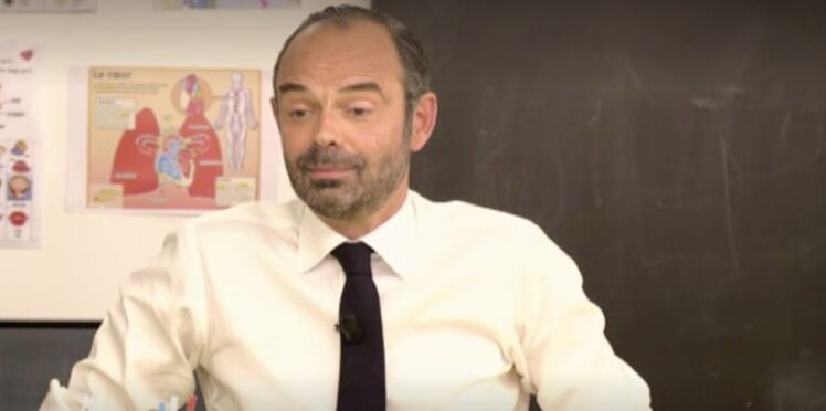 Vidéo - Au Tableau : Edouard Philippe raccroche au nez d'Emmanuel Macron devant les enfants
