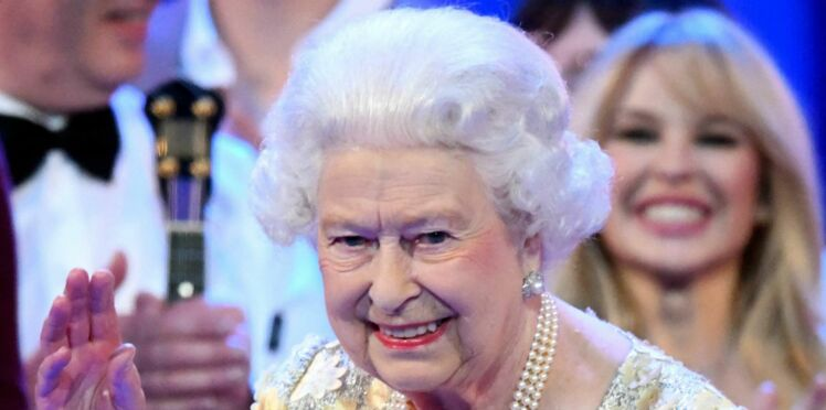 """Vidéo - Anniversaire Elisabeth II : son amusante réaction quand le prince Charles l'appelle """"maman"""""""
