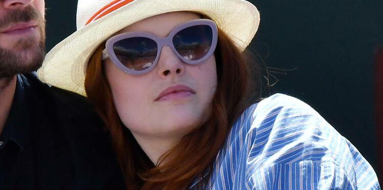 Photos : Elodie Frégé très amoureuse et démonstrative avec son nouveau fiancé