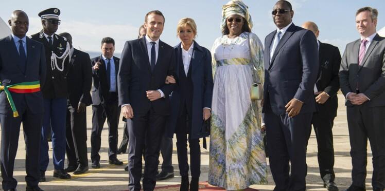 Photos - Emmanuel et Brigitte Macron s'offrent un bain de foule au Sénégal