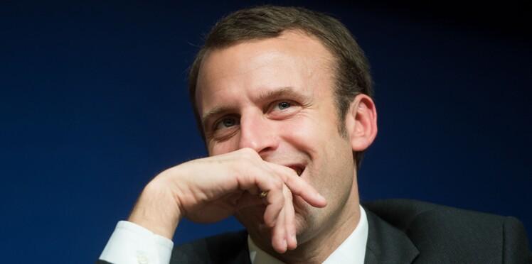 """Emmanuel Macron : son mystérieux livre """"un peu cochon"""""""