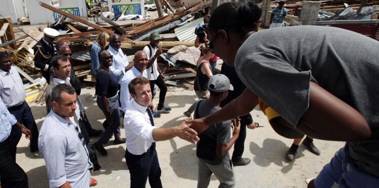 Emmanuel Macron dort sur un lit de camp à Saint-Martin : un coup de com' pas si subtil ?