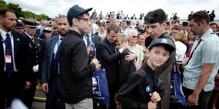 Vidéo - Emmanuel Macron console un pupille de la Nation en larmes