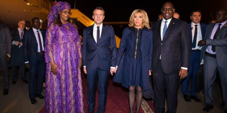 Vidéo - Ce moment hilarant où Emmanuel Macron prend la main du président sénégalais au lieu de prendre celle de Brigitte