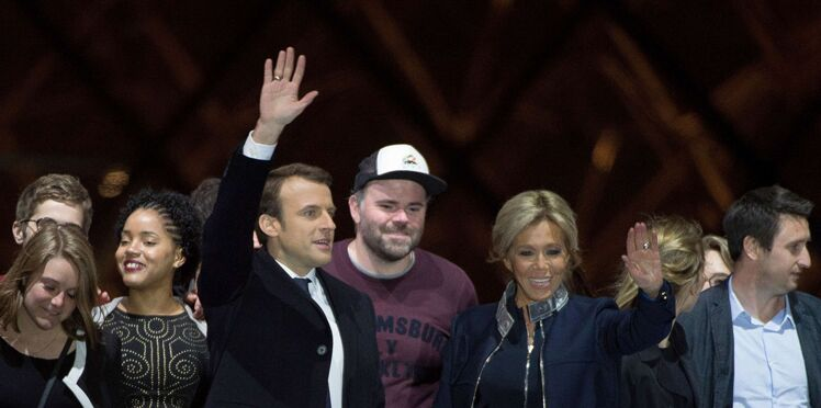 Emmanuel Macron : qui est l'homme à la casquette qui a fait le buzz derrière lui pendant la Marseillaise ?