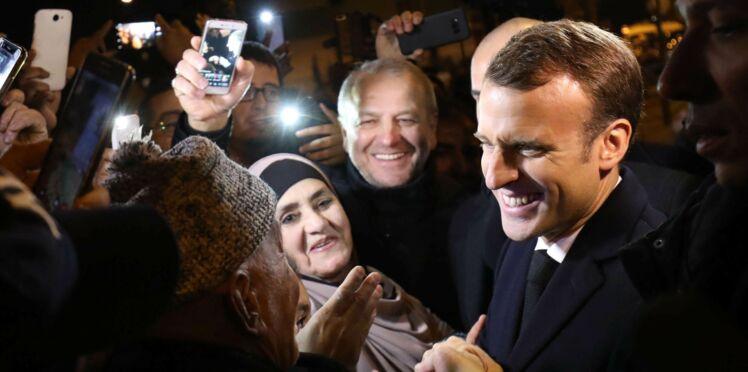 """Emmanuel Macron : """"Elle est avec qui la petite ? Je cherche la maman !"""" Quand le Président  s'inquiète pour une petite fille"""