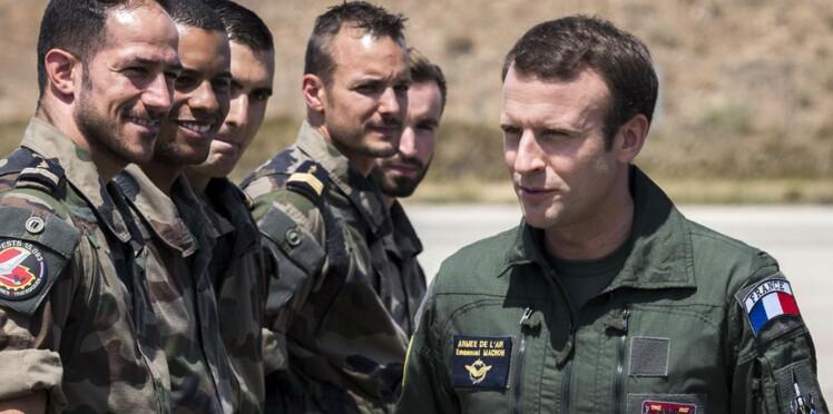 Tom Cruise dans Top Gun ? Non, Emmanuel Macron sur une base militaire s'amuse Twitter