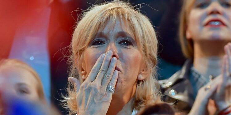 """Emmanuel Macron, très protecteur avec sa femme: """"sa Brigitte, faut pas y toucher!"""""""