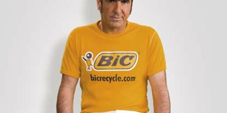 Eric Cantona se prête au jeu du recyclage pour BIC