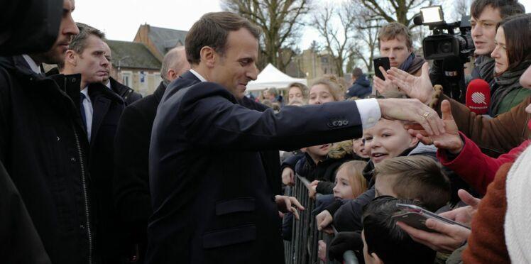 """Vidéo - """"Enfoiré, salaud"""", Emmanuel Macron insulté par son garde du corps... pour rire"""