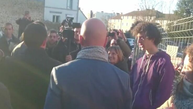 VIDEO : Manuel Valls se prend une gifle